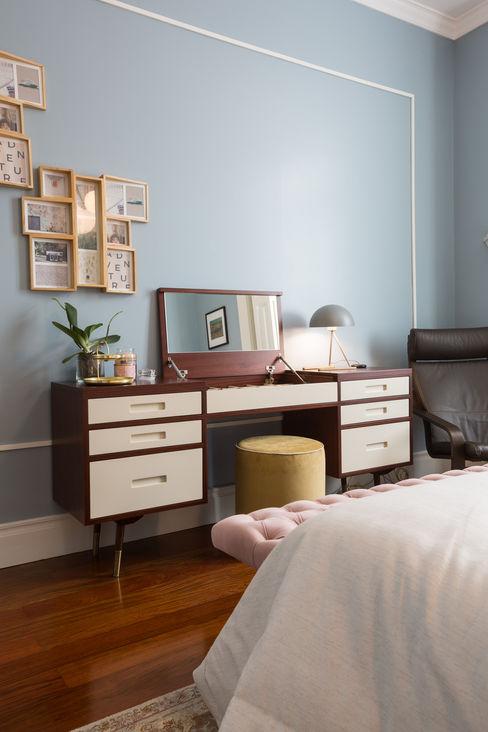 Quarto casal | toucador - vivenda em S. Mamede - Projeto de interiores Shi Studio - Matosinhos, Porto ShiStudio Interior Design QuartoAcessórios e decoração