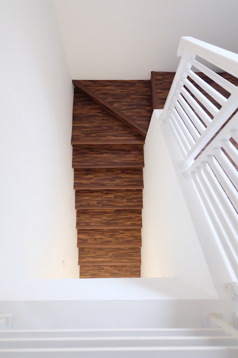 homify Couloir, entrée, escaliersEscaliers Bois Blanc