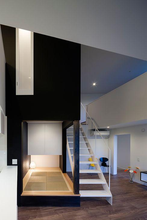 和室夜景 石川淳建築設計事務所 ミニマルデザインの 多目的室 白色