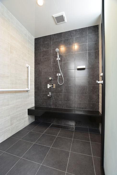 Style Create Modern style bathrooms Tiles Black