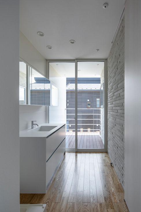 松岡淳建築設計事務所 現代浴室設計點子、靈感&圖片