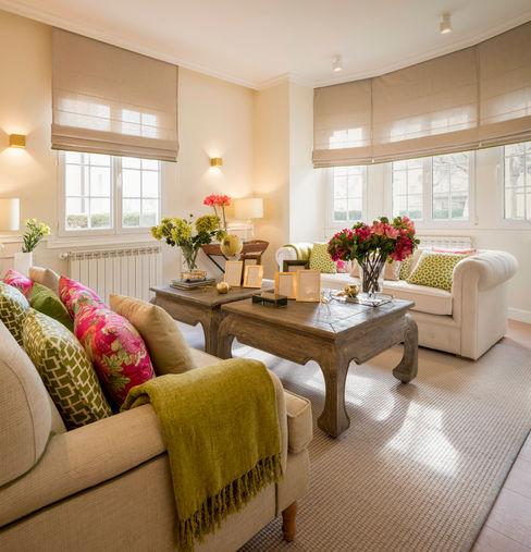 Diseño interior de salón con sofás beigs Sube Interiorismo Salones de estilo clásico Beige