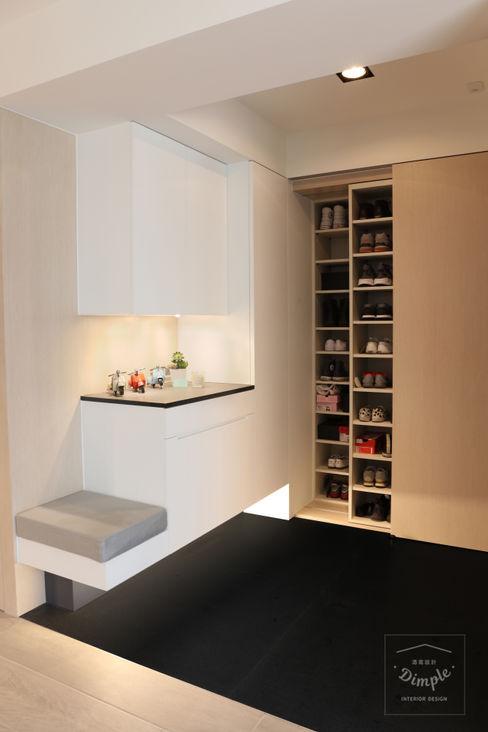 清晨的萊特-老屋翻新變身現代簡約居所 酒窩設計有限公司 Dimple Interior Design 現代風玄關、走廊與階梯 塑木複合材料 White