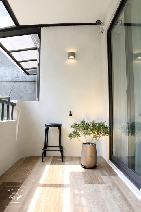 清晨的萊特-老屋翻新變身現代簡約居所 酒窩設計有限公司 Dimple Interior Design 露臺 磁磚 White