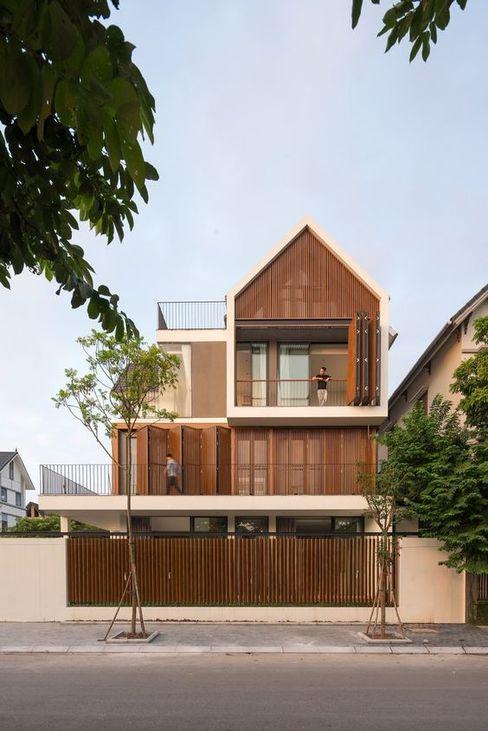 Nhà mái ngói kết hợp với gỗ tự nhiên tạo ấn tượng riêng Công ty Thiết Kế Xây Dựng Song Phát Nhà phong cách châu Á