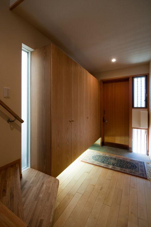 玄関 麻生英之建築設計事務所 モダンスタイルの 玄関&廊下&階段