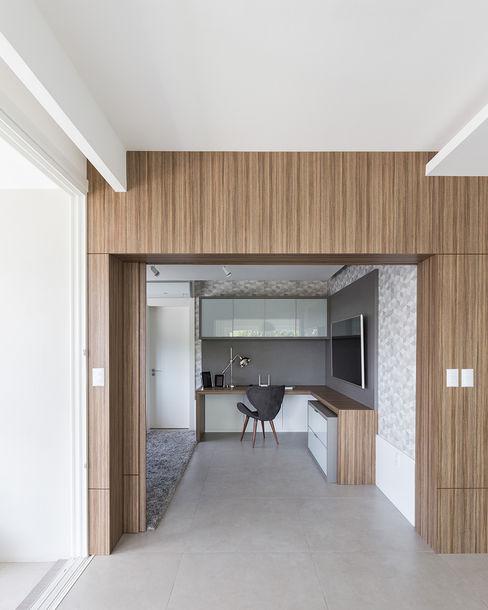 Entrada Rabisco Arquitetura Escritórios modernos MDF Efeito de madeira
