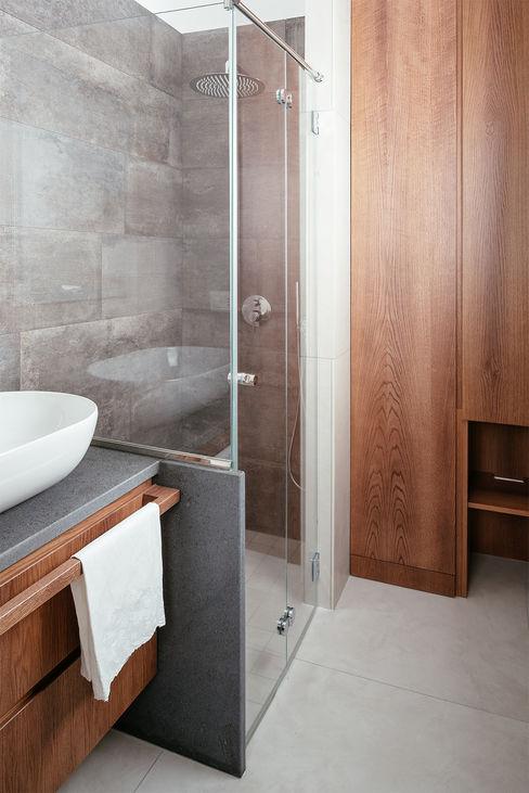 Bagno con doccia manuarino architettura design comunicazione Bagno minimalista Legno Beige