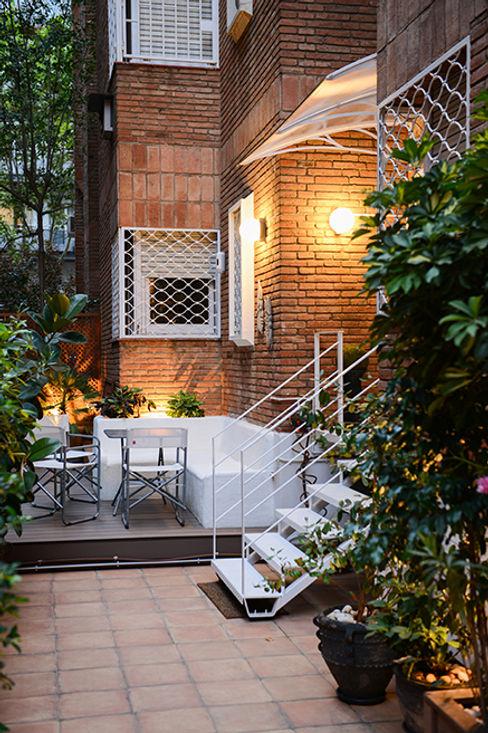 Escalera de metal ETNA STUDIO JardínAccesorios y decoración Cerámica Blanco
