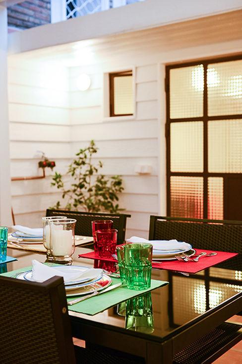 Zona para cenar en terraza ETNA STUDIO JardínAccesorios y decoración
