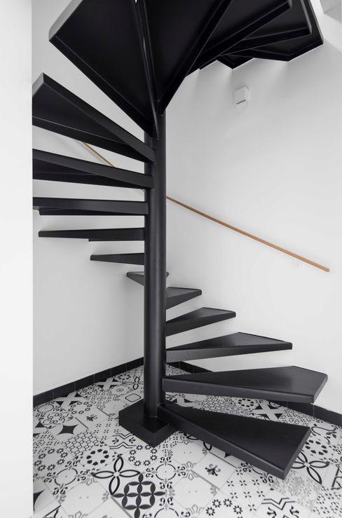 Apartamento CKO DAVID ITO ARQUITETURA Escadas