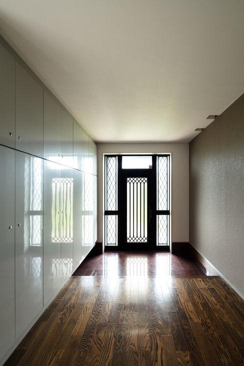 玄関 SQOOL一級建築士事務所 モダンスタイルの 玄関&廊下&階段