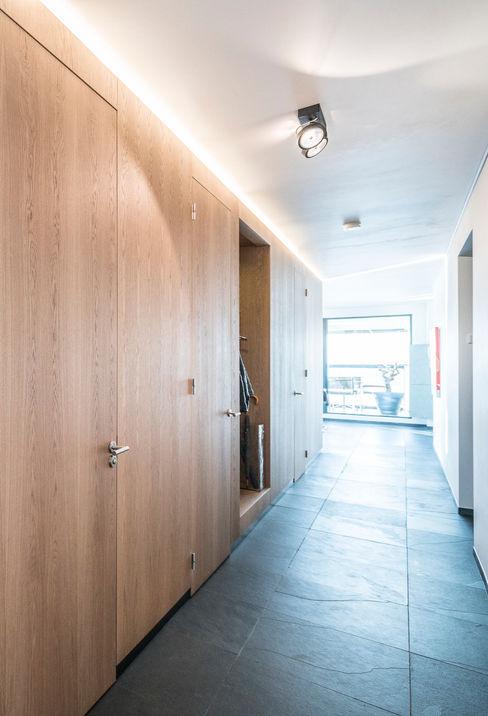 Lucht, Licht, Zicht Masters of Interior Design Moderne gangen, hallen & trappenhuizen