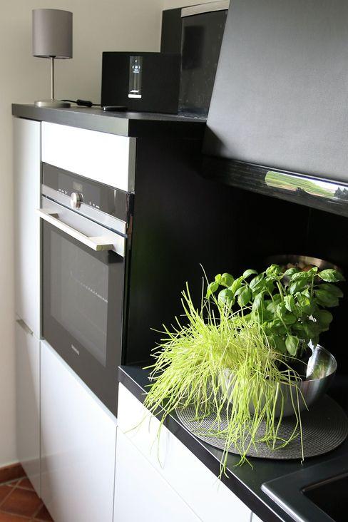 Küche inspiriert vom Passat CC higloss-design.de - Ihr Küchenhersteller Einbauküche MDF Grau