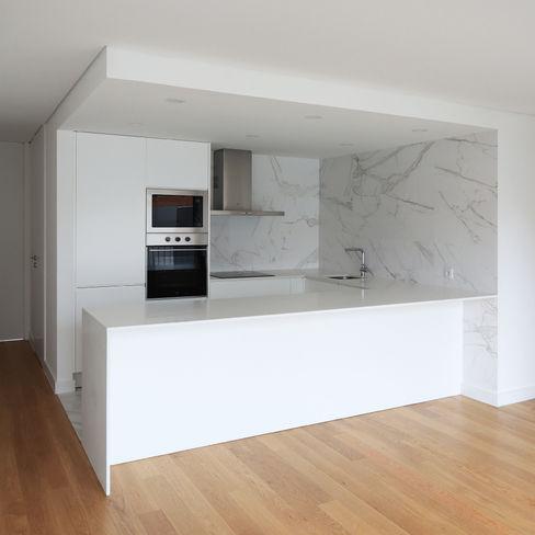 Terraços da Granja PortoHistórica Construções SA Cozinhas minimalistas