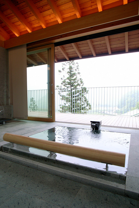 雷山の別荘 温泉浴室 TAPO 富岡建築計画事務所 モダンスタイルの お風呂 石 青色