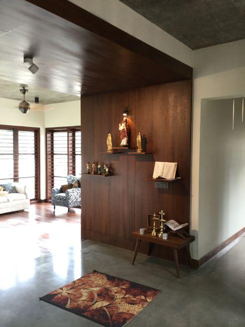 Tropical home 2 Studio Nirvana Tropical style corridor, hallway & stairs