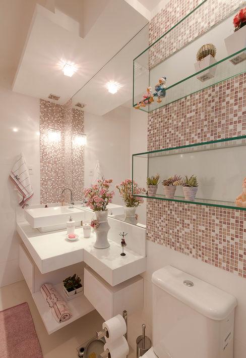 Gleide Belfort interiores Baños de estilo clásico Rosa