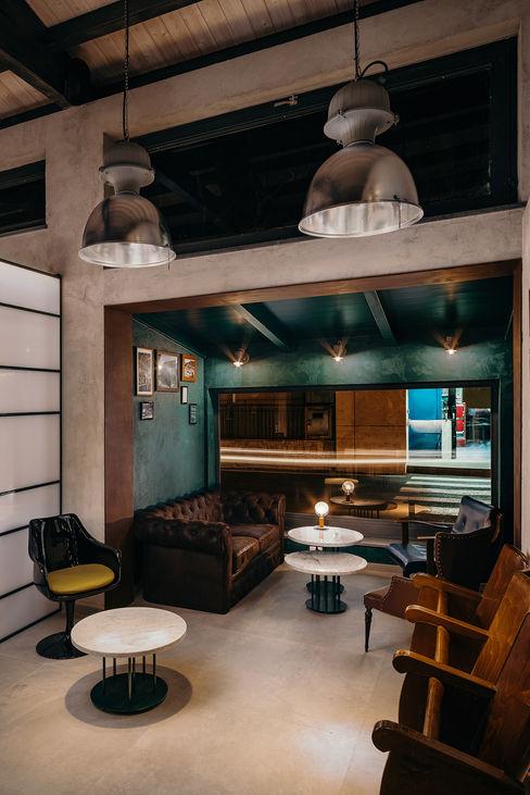 Salotto manuarino architettura design comunicazione Bar & Club in stile industrial Ferro / Acciaio Variopinto