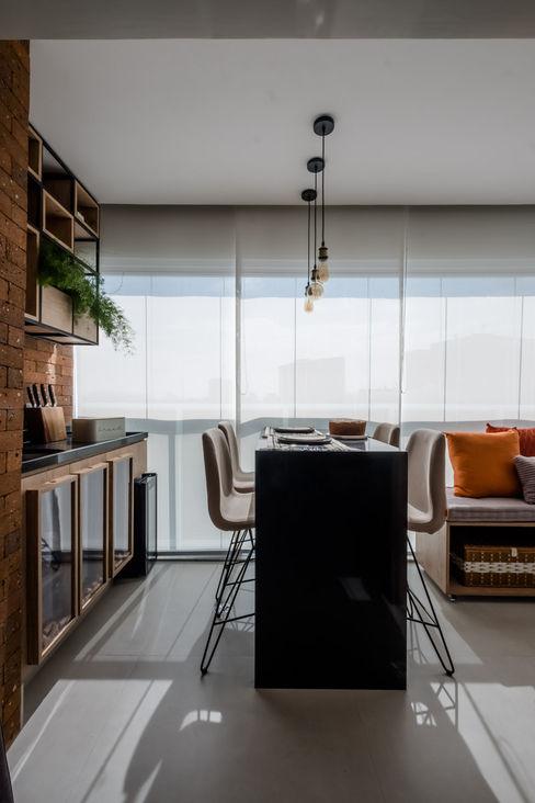 Varanda Pequena Gourmet Mirá Arquitetura Varandas, alpendres e terraços industriais MDF Efeito de madeira