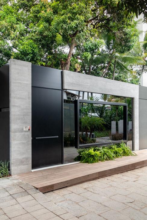 Sala da Imagem e do Som | Fachada Contemporânea | Casa Cor PE 2018 Arquitetura Sônia Beltrão & associados Casas familiares Concreto Cinza
