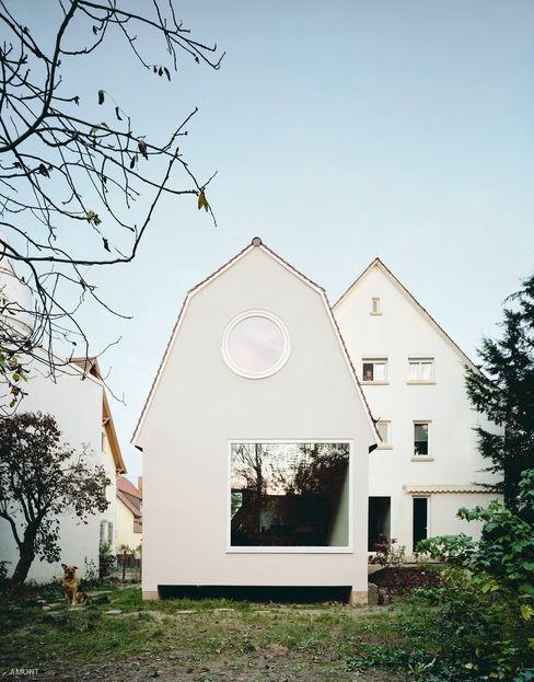 AMUNT Architekten in Stuttgart und Aachen 소형 주택 우드 화이트