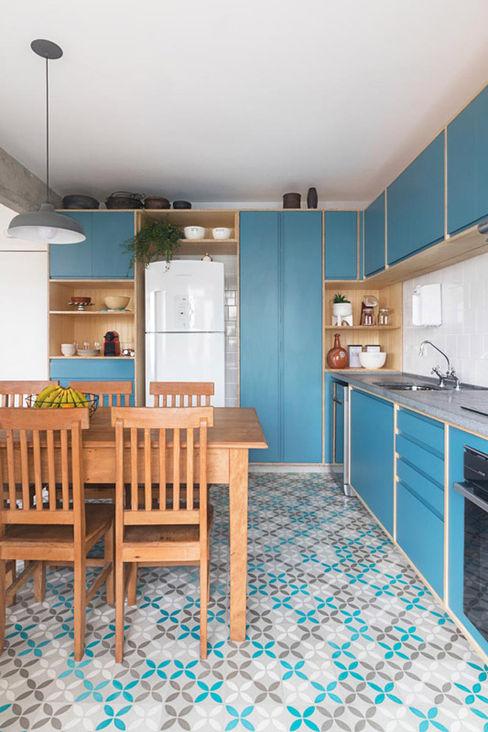 INÁ Arquitetura Cozinhas modernas Azul