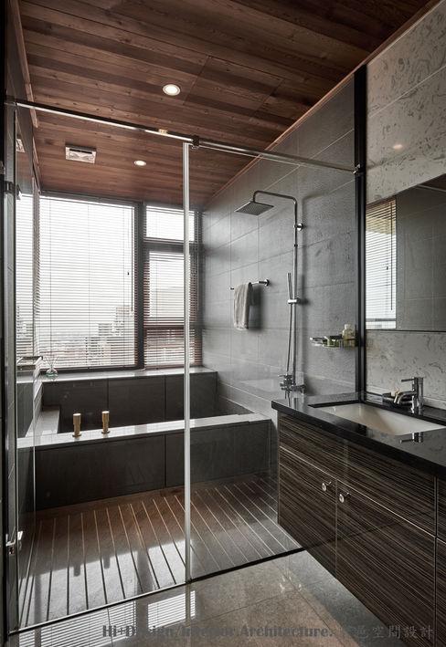 浴室 Hi+Design/Interior.Architecture. 寰邑空間設計 Eclectic style bathrooms Granite Grey