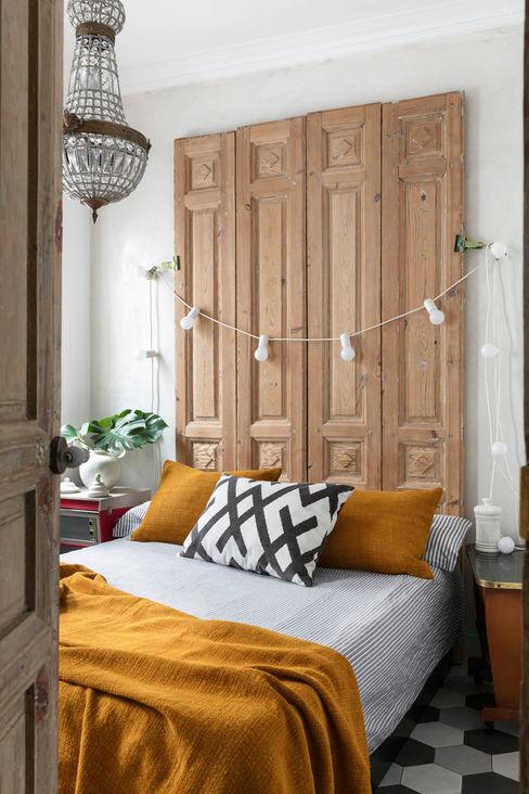 Diseño y decoración de un salón moderno en Madrid Guille Garcia-Hoz, interiorismo y reformas en Madrid Dormitorios pequeños Madera Acabado en madera