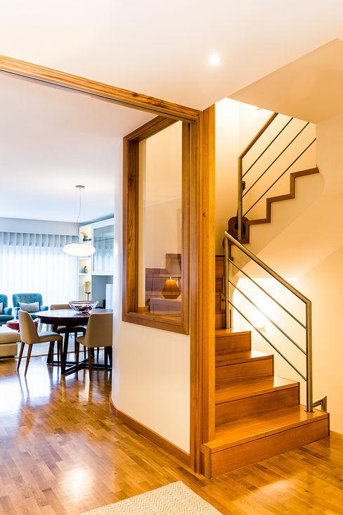 Escadaria - Moradia em Miramar - SHI Studio Interior Design ShiStudio Interior Design Escadas
