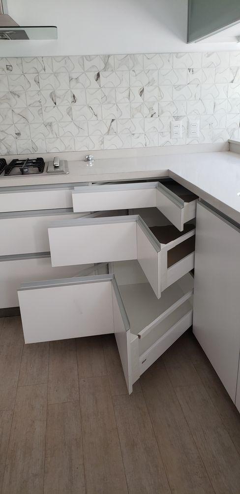 Muebles cocina Constructora CYB Spa Cocinas de estilo moderno Blanco
