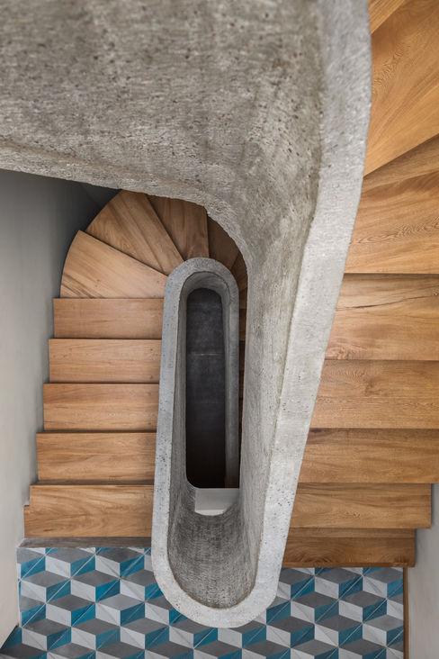 casa milton estudio atemporal Escaleras