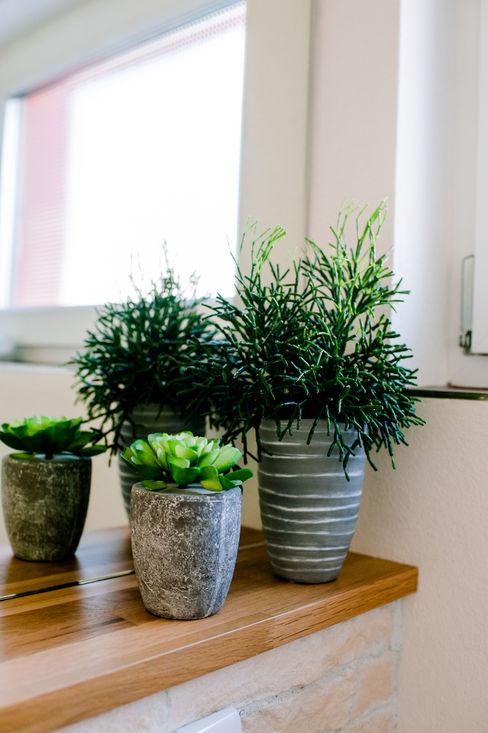 Pflanzen für die Toilette T-raumKONZEPT - Interior Design im Raum Nürnberg Moderne Badezimmer Holz