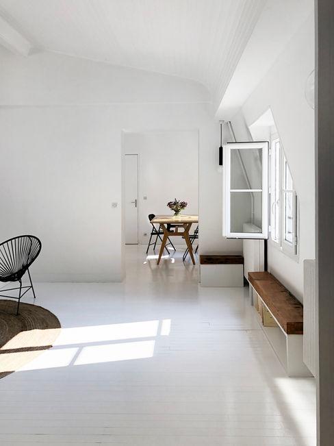 Un cocon de lumière sous les toits Atelier Juliette Mogenet Salon minimaliste