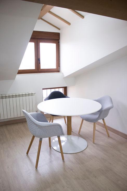 Espacio estudio - Rehabilitación Bajo Cubierta en Grijota (Palencia) Pin Estudio - Arquitectura y Diseño en Palencia Estudios y despachos de estilo rústico