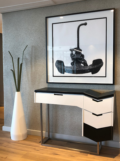 An entrance that wows Just Interior Design Modern living room