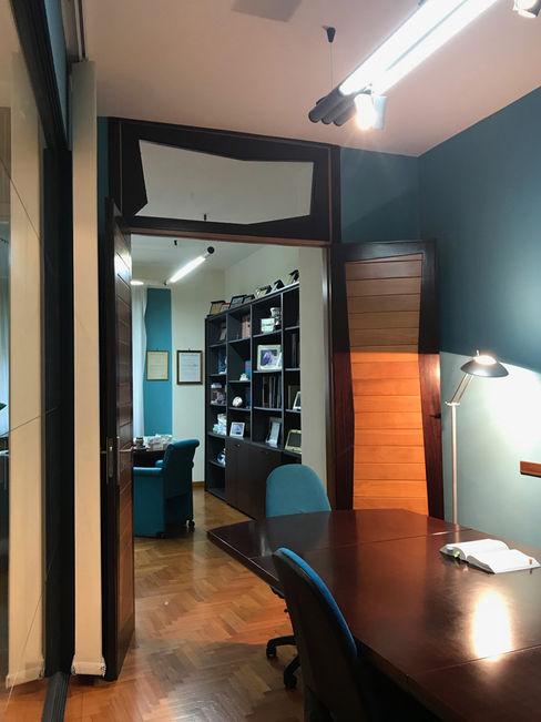 MEF Architect Oficinas y tiendas Madera Azul