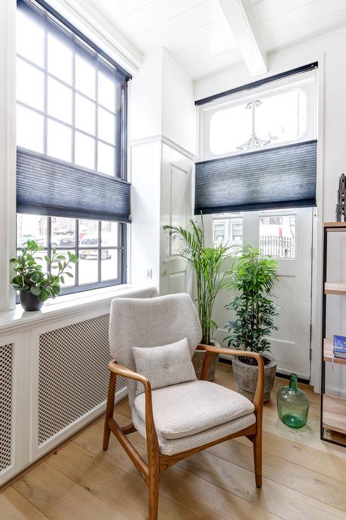 MIRA Interieur & Meubelontwerp Minimalist living room