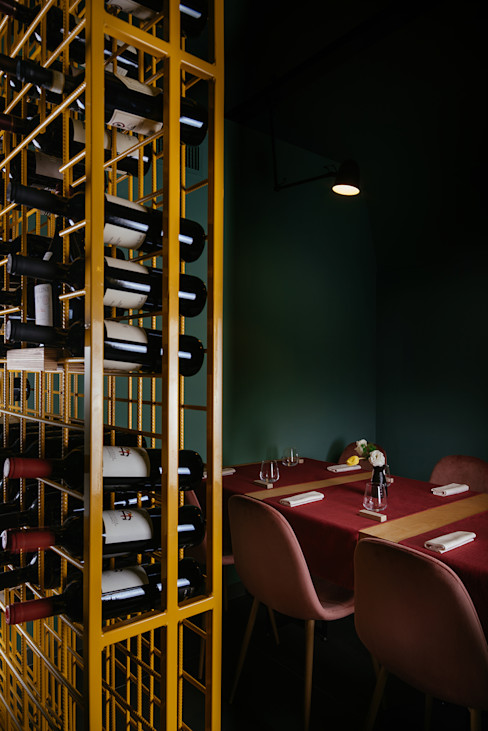 Bottigliera e tavolo da sei manuarino architettura design comunicazione Gastronomia in stile minimalista Ferro / Acciaio Giallo