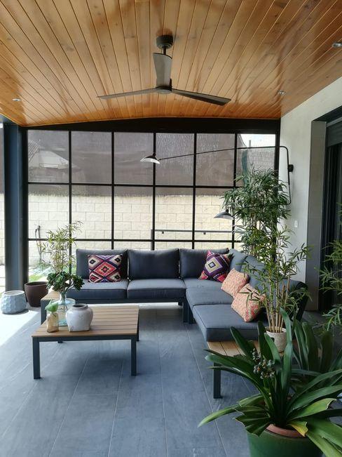 Reforma de apartamento para alquiler vacacional Madrid CISOYER Balcones y terrazas de estilo moderno