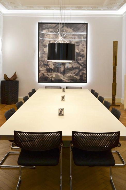 Sala riunioni viemme61 Negozi & Locali commerciali in stile classico