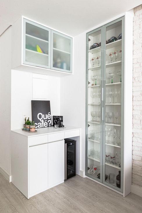 Mirá Arquitetura Ruang Keluarga Modern MDF White