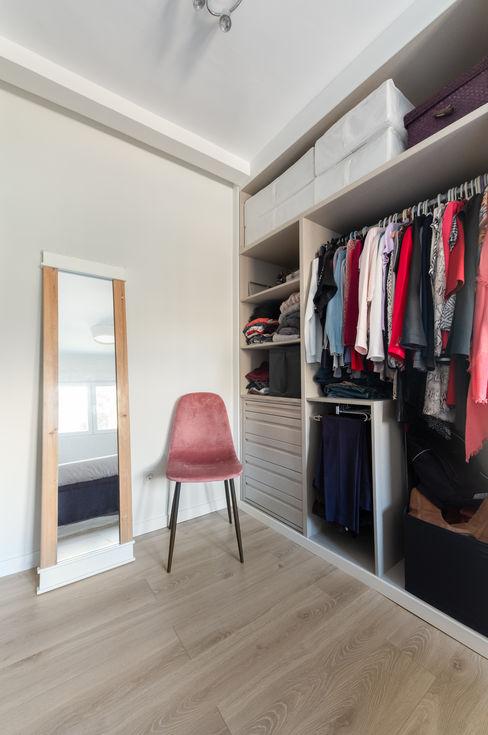 Vestidor habitación principal Arquigestiona Reformas S.L. Vestidores y placares minimalistas