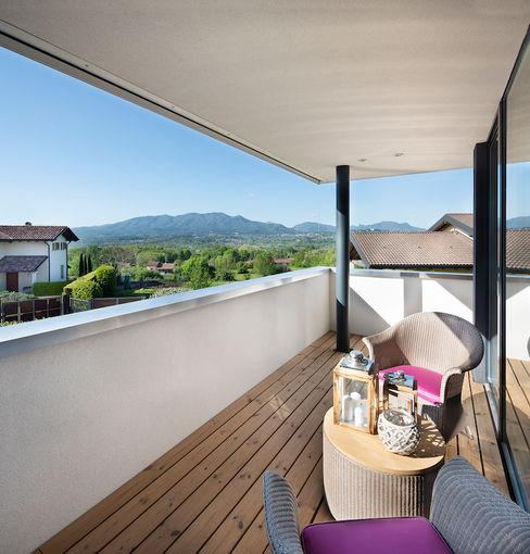 Villa in legno vista lago, immagine del balcone Novello Case in Legno Balcone Legno Effetto legno