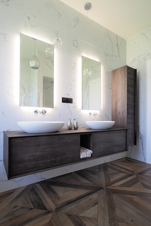 ARCHISPRITZ Eclectic style bathroom Marble White