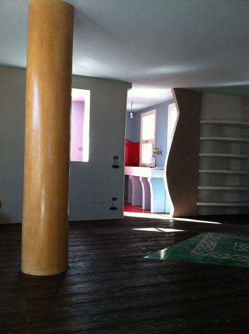 Decorated Column ARTE DELL'ABITARE Multimedia roomAccessories & decoration Concrete Multicolored
