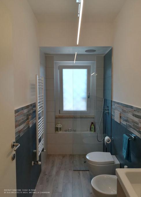 """Ristrutturazione """"Chiavi in mano"""" Bagno ospiti A+A Architects, Arch. Antonella Ciavardini Bagno moderno Ceramica Blu"""