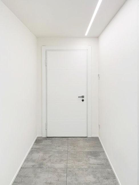 Porta in legno laccato bianco con serratura magnetica Finextra Porte in legno Legno massello Bianco