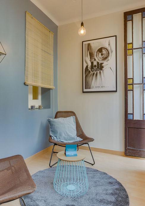 CREAPROJECTS. Detalle de galeria. CREAPROJECTS. Interior design. Salones de estilo escandinavo Azul