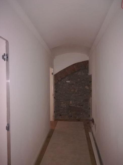 DISIMEPGNO Sara Berettieri Architetto Ingresso, Corridoio & Scale in stile moderno Pietra Bianco
